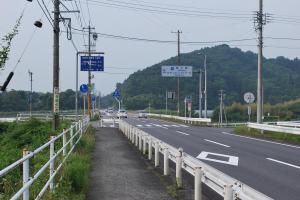 H230604 0713 青川に到着 ここで右へ