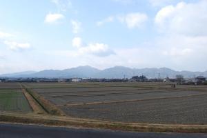H240114 1010 堀坂山と観音岳遠景@堀坂川橋