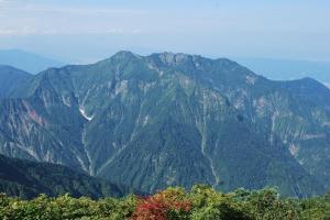 H240908 0931 越後駒ヶ岳より八海山を望む