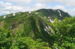 H250623 1203 浅草岳方面の険しい縦走路