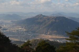 H270111 0936 P551より阿武山武田山火山を望む