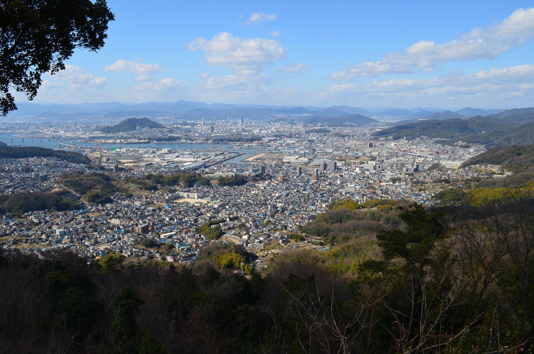 愛宕神社より広島市街地